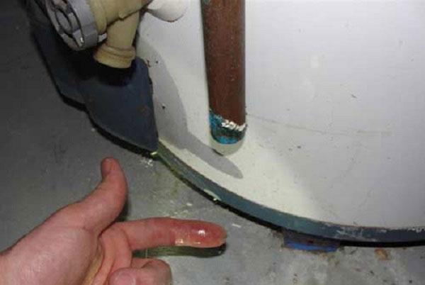 Sửa chữa bình nóng lạnh Ferroli bị rỉ nước