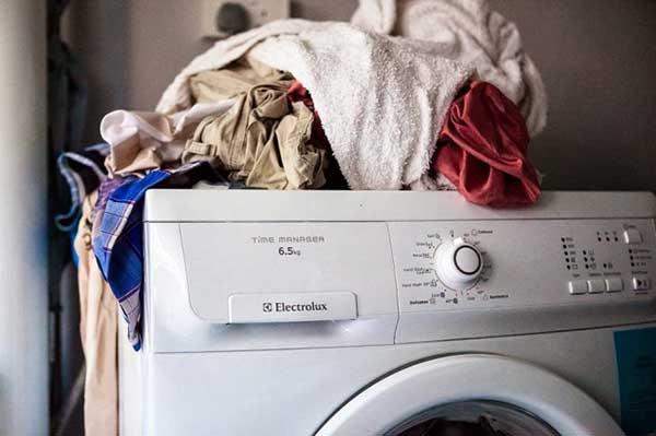 Có nên sửa bo mạch máy giặt electrolux tại nhà khi bị lỗi?