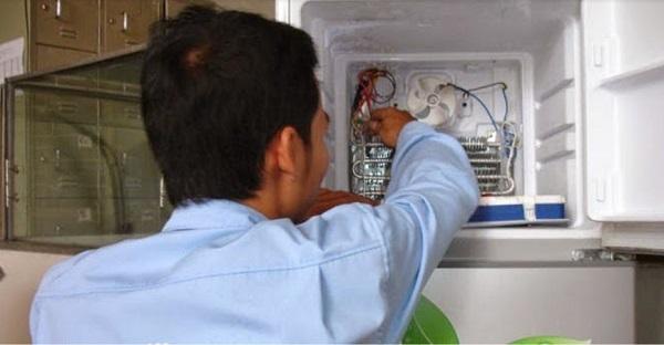 Quạt gió bị hỏng khiến ngăn dưới tủ lạnh Toshiba không lạnh