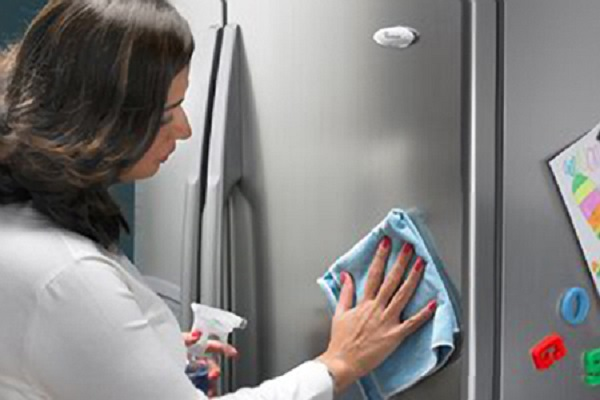 Hướng dẫn vệ sinh tủ lạnh Sanyo đúng cách