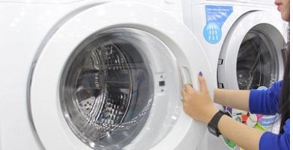 Nguyên nhân và cách khắc phục lỗi máy giặt Electrolux đang giặt bị dừng