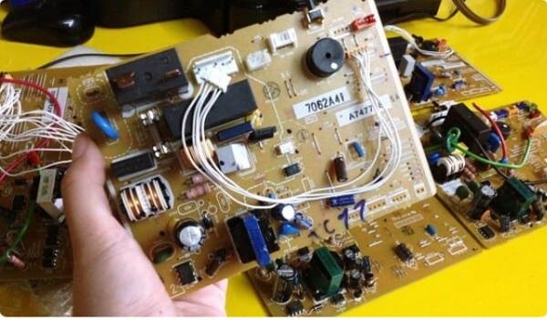 Do bo mạch điều khiển máy giặt Electrolux bị lỗi