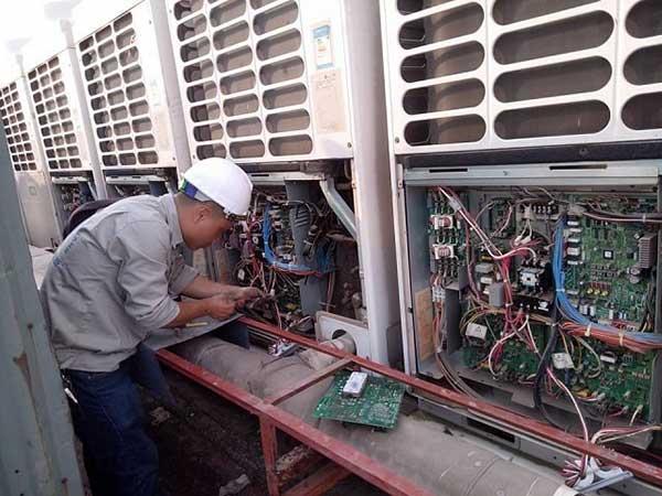 Quy trình bảo dưỡng khu vực dàn nóng của máy điều hòa VRV